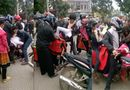 """Cộng đồng mạng - Lại xuất hiện clip """"bắt vợ"""" giữa chợ ở Sơn La"""