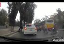 Video-Hot - Lạng lách vượt taxi, nam thanh niên chạy xe máy ngã sấp mặt