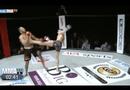 Video-Hot - Võ sĩ bị hạ knock-out vì coi thường đối thủ