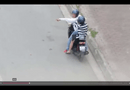 """Video-Hot - Clip """"bắt người yêu quỳ xin lỗi giữa đường mới đèo về"""" gây bức xúc"""