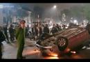 Video-Hot - Xe Vios đâm xe máy bắn vào vỉa hè rồi lật ngửa cạnh Hồ Gươm