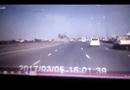 Video-Hot - Ôtô bay lộn vòng vì vượt ẩu trên cầu