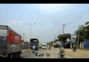 Video-Hot - Hai người ngã xe máy suýt bỏ mạng trước đầu ôtô