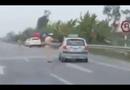 Video-Hot - Taxi đánh võng, chạy trốn trước mặt cảnh sát giao thông