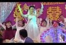 Video-Hot - Xuất hiện clip cô dâu múa cùng trẻ mầm non