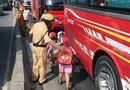 """Tin trong nước - Tai nạn giao thông, 40 trẻ mầm non ở Sài Gòn bị """"nhốt"""" trong xe khách"""