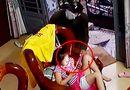 An ninh - Hình sự - Tên cướp liều lĩnh xông vào tiệm tóc, giật iPad từ tay cháu bé