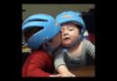 Video-Hot - Clip hài: Chết cười với pha cưỡng hôn cực kute