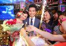 Tin tức giải trí - Phi Nhung âu yếm tựa vai Mạnh Quỳnh trong buối sinh nhật chung