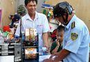 Tin trong nước - Nữ chủ tịch phường đóng phạt hộ người đàn ông bán nước mía lấn chiếm vỉa hè