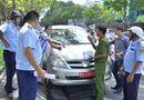 Tin trong nước - Phạt 2 xe biển đỏ đỗ ngay trước trụ sở UBND quận 1