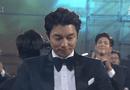 Tin tức giải trí - Gong Yoo rơi lệ khi lên ngôi Ảnh đế Baeksang 2017