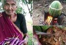 Cộng đồng mạng - 7 triệu người đã sốc khi thấy cụ bà nấu thịt gà trong dưa hấu