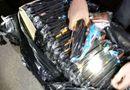 An ninh - Hình sự - CSGT thu giữ 150 khẩu súng nhựa bắn đạn bi dưới gầm xe khách