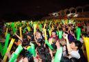 """Tin tức giải trí - Sơn Tùng M-TP nhận được món quà đầy bất ngờ trên sân khấu """"Mùa hè không độ"""""""