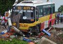 Tin trong nước - Đứng cạnh cột điện, người đàn ông bị xe buýt đâm tử vong