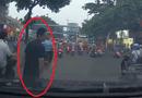 An ninh - Hình sự - Điều tra vụ dàn cảnh va quệt rồi nhảy lên ô tô ăn vạ tài xế