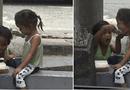 Cộng đồng mạng - Nghẹn lòng hình ảnh anh trai ăn xin xúc từng thìa cơm cho em gái