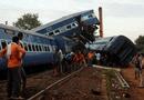 Tin thế giới - Tàu hỏa lao khỏi đường ray, 146 người thương vong