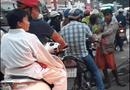 """Cộng đồng mạng - Ăn xin Sài Thành: Những chiêu trò """"hút máu"""" người cùng khổ"""
