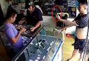 Tin trong nước - Vờ hỏi mua, thanh niên cầm điện thoại iPhone bỏ chạy