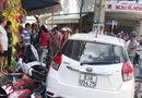 """Tin trong nước - Công an tỉnh Sóc Trăng thông tin vụ xe ô tô lao lên vỉa hè """"ủi"""" 7 xe máy"""