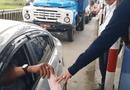 Tin tức - Nhiều tài xế dùng tiền lẻ qua trạm thu phí BOT Ninh An