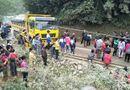 Tin tức - Xe khách đấu đầu xe tải, hàng chục người may mắn thoát chết