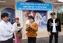 Tin tức giải trí - Hương Lan, Nguyên Vũ chia sẻ khó khăn với bà con miền Trung