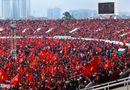 Tin tức - Mỹ Đình vỡ òa, khách tây nhảy lên ăn mừng U23 Việt Nam ghi bàn