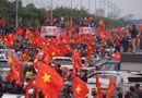 Tin tức - Clip: Xe chở U23 Việt Nam vẫn chưa vào nội thành vì kẹt giữa hàng nghìn người hâm mộ