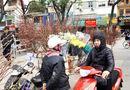 Tin tức - Người Hà Nội nườm nượp xuống phố mua đào, quất về chơi Tết Mậu Tuất
