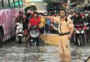 Tin tức - Sài Gòn vỡ đê bao, đường ngập nặng vì triều cường dâng cao