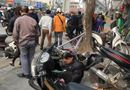 Tin tức - Xe Camry gây tai nạn liên hoàn trên phố Hà Nội chiều 28 Tết