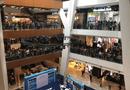 Tin tức - 11.000 người xếp hàng mua iPhone giá 50 USD khiến cửa hàng phải đóng cửa vì hỗn loạn
