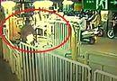 Tin tức - Clip: Liều lĩnh trộm xe máy tại siêu thị như... chốn không người