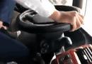 Tin tức - Buộc thôi việc tài xế Limousine lái xe 1 tay, chân gác ghế
