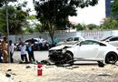 Tin tức - Tránh xe máy, xe sang Audi tông vào cột đèn nát đầu