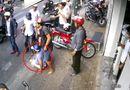 Tin tức - Clip: Người dân vây bắt đôi nam nữ nghi dàn cảnh đụng xe, cướp tiền