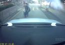 Tin tức - Người phụ nữ đâm thẳng vào đầu xe ô tô hòng ăn vạ