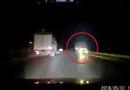 """Tin tức - Video: Hoảng hốt cảnh xe tải """"giỡn mặt tử thần"""" trên QL 18"""