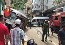 Tin tức - Hải Phòng: Kinh hoàng xe khách mất phanh lao dốc, 10 người bị thương