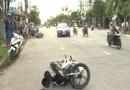 Tin tức - Người dân lái ôtô truy bắt 2 tên cướp giật dây chuyền trên đường phố