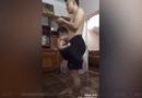 Tin tức - Video: Ông bố của năm dùng quần đùi để ru con ngủ
