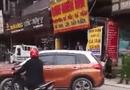 Tin tức - Bị CSGT nhắc nhở, nữ tài xế đỗ xe giữa đường thách thức