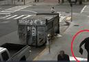 Tin tức - Clip: Người đàn ông vô cớ hành hung người vô gia cư trên vỉa hè gây phẫn nộ