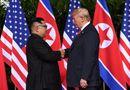 Video: Khoảnh khắc bắt tay lịch sử giữa Tổng thống Donald Trump và nhà lãnh đạo Kim Jong-un