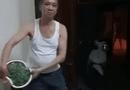 """Tin tức - Video: Bố tự tin vẩy rau để thắng cược 200 nghìn của mẹ nhưng """"đời không như mơ"""""""