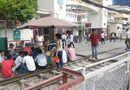 """Tin tức - Hà Nội: Vi phạm hành lang an toàn đường sắt diễn ra như """"cơm bữa"""""""