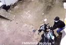 Tin tức - Clip: Trộm bẻ khóa xe tay ga rồi tẩu thoát nhanh như chớp